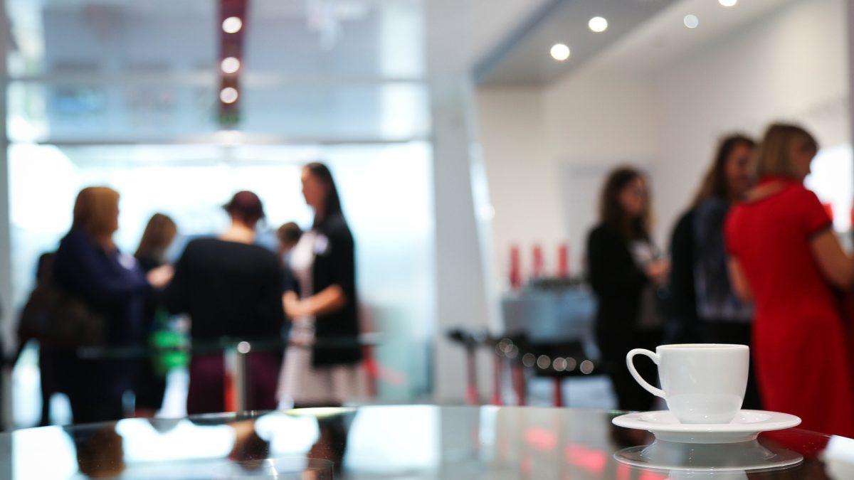 Die Vorteile des Sitz-Steh-Arbeitsplatz auf konsumguerilla.net