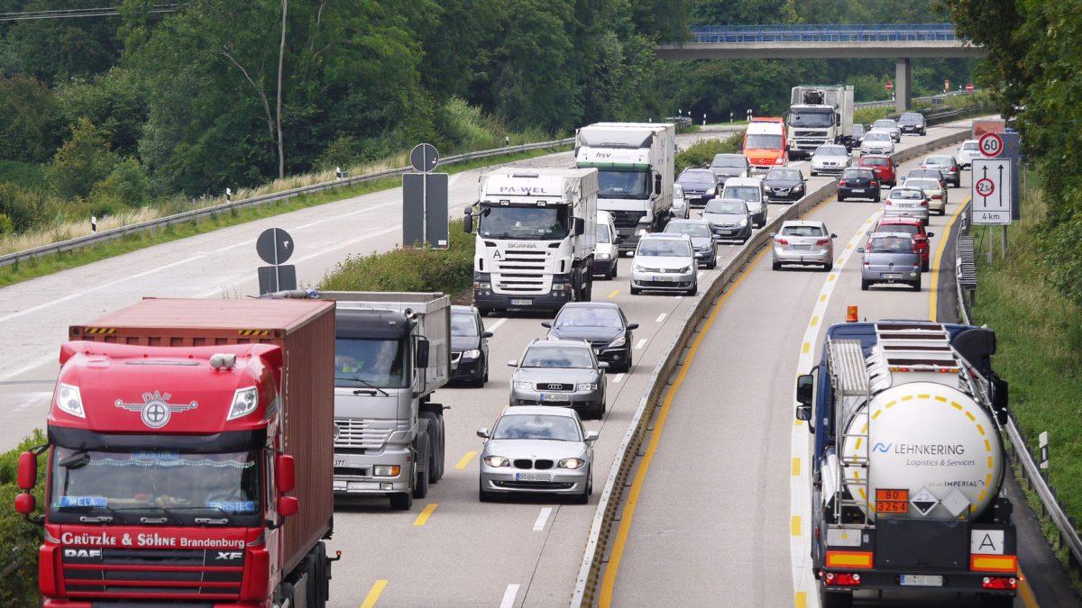 Warum tragen LKW-Fahrer Clogs? auf konsumguerilla.net